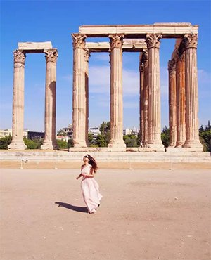 Being a goddess in Athens for one day