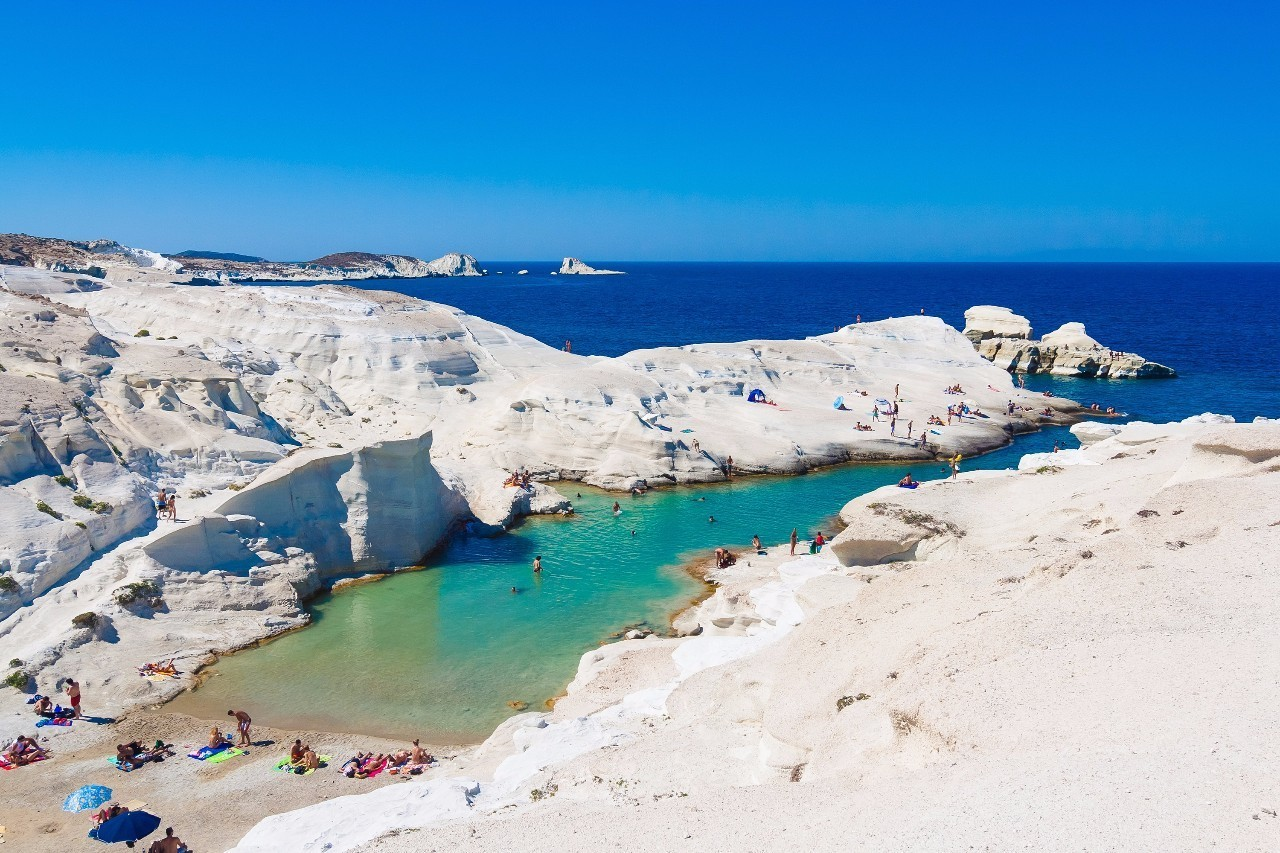 被誉为伊奥斯岛上最好的海滩拥有五个壮阔的海湾