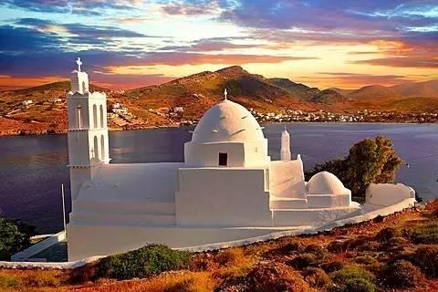 在伊奥斯岛上能看见很多教堂