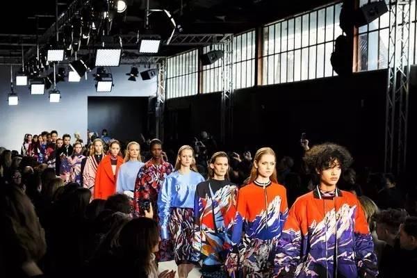 在Emilio Pucci的奢华秀场中开启时装周专属探访之旅