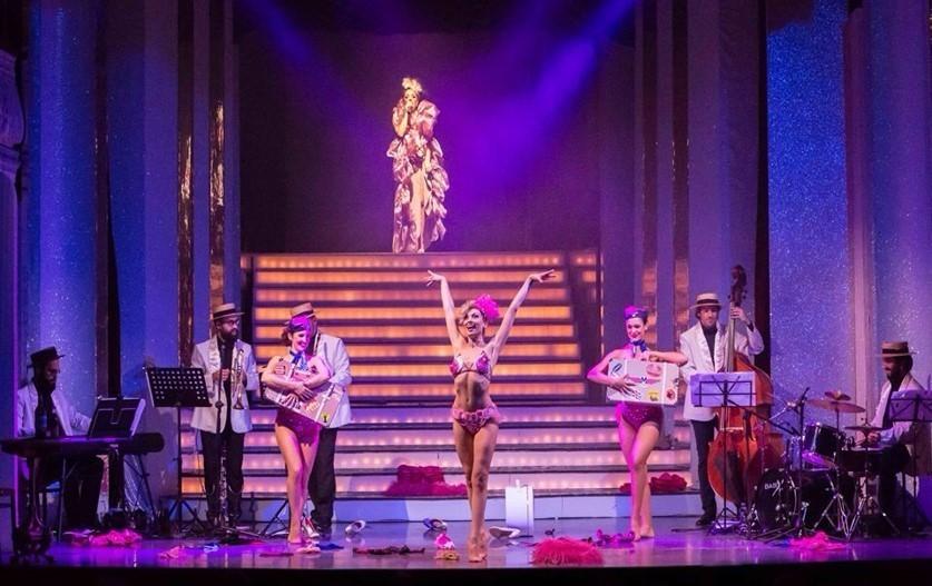 在 Micca 俱乐部欣赏精彩的Burlesque脱衣舞表演