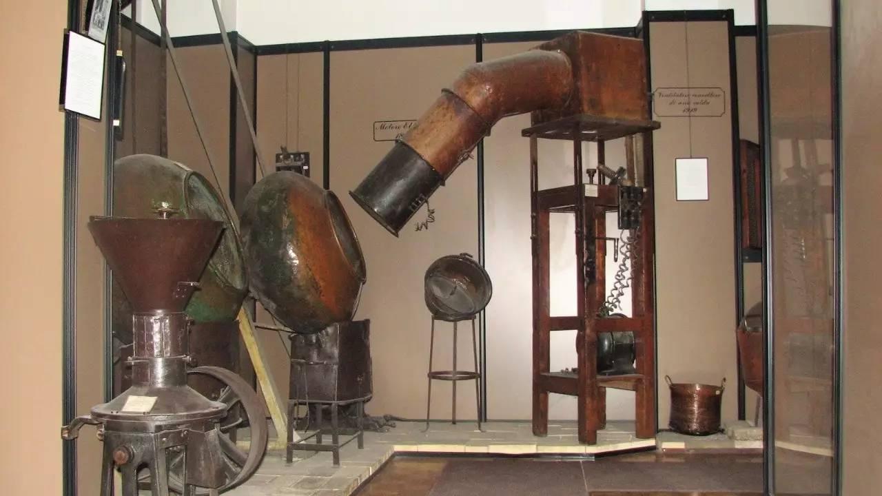 这座重建于16世纪的工厂看上去则更像是一座古老的实验室