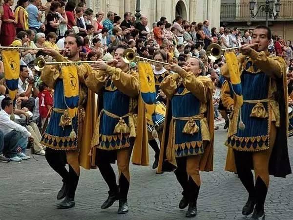 苏尔莫纳马术节