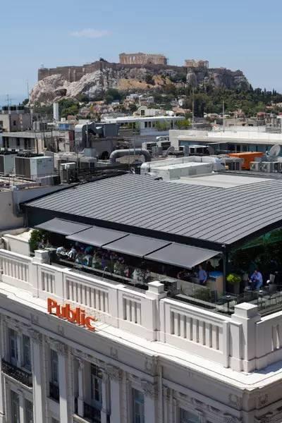 雅典市中心书店大楼(Public)的屋顶咖啡吧