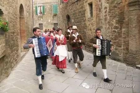 意大利丰收的节庆公鸡节