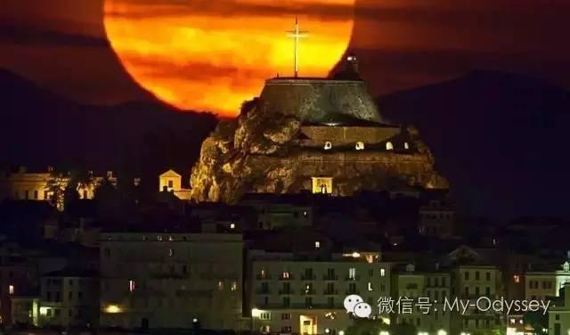 科孚岛的月亮更带西欧风情