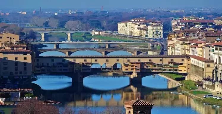 佛罗伦萨一直向世人展示着自己的浪漫和深厚底蕴