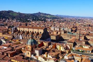 """博洛尼亚,拱廊之下的""""胖子城"""""""