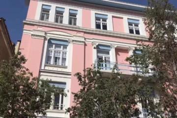雅典最新打卡地 | 这栋新古典主义的粉楼究竟有什么魅力